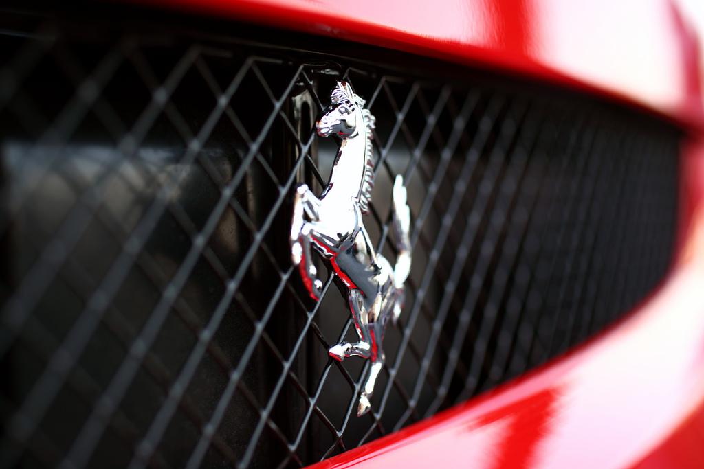 Ferrari cotiza con el cielo abierto