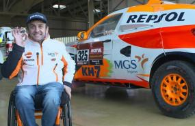 ep el piloto isidre esteve repsol rally team junto al prototipo del dakar 2020 en el puerto de