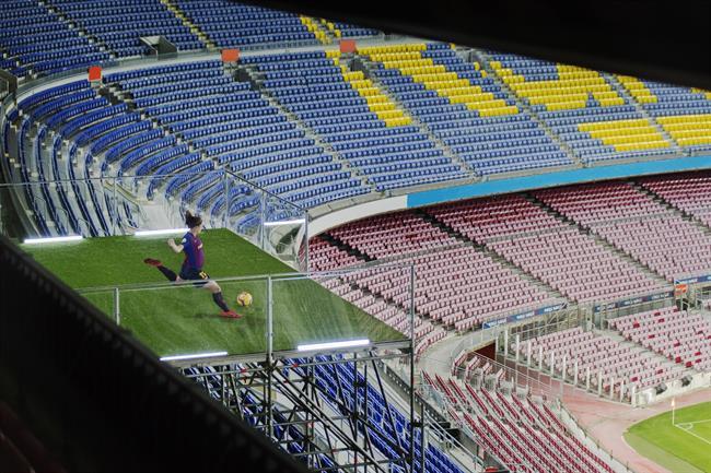Alexia Putellas estrena sus botas PhantomVNM de Nike con un gol desde el  palco del Camp Nou - Bolsamanía.com