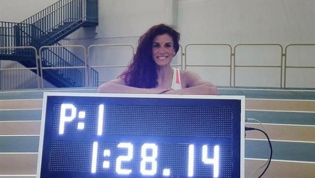 ep la atleta espanola laura bueno recordlos 600 metros pista cubierta