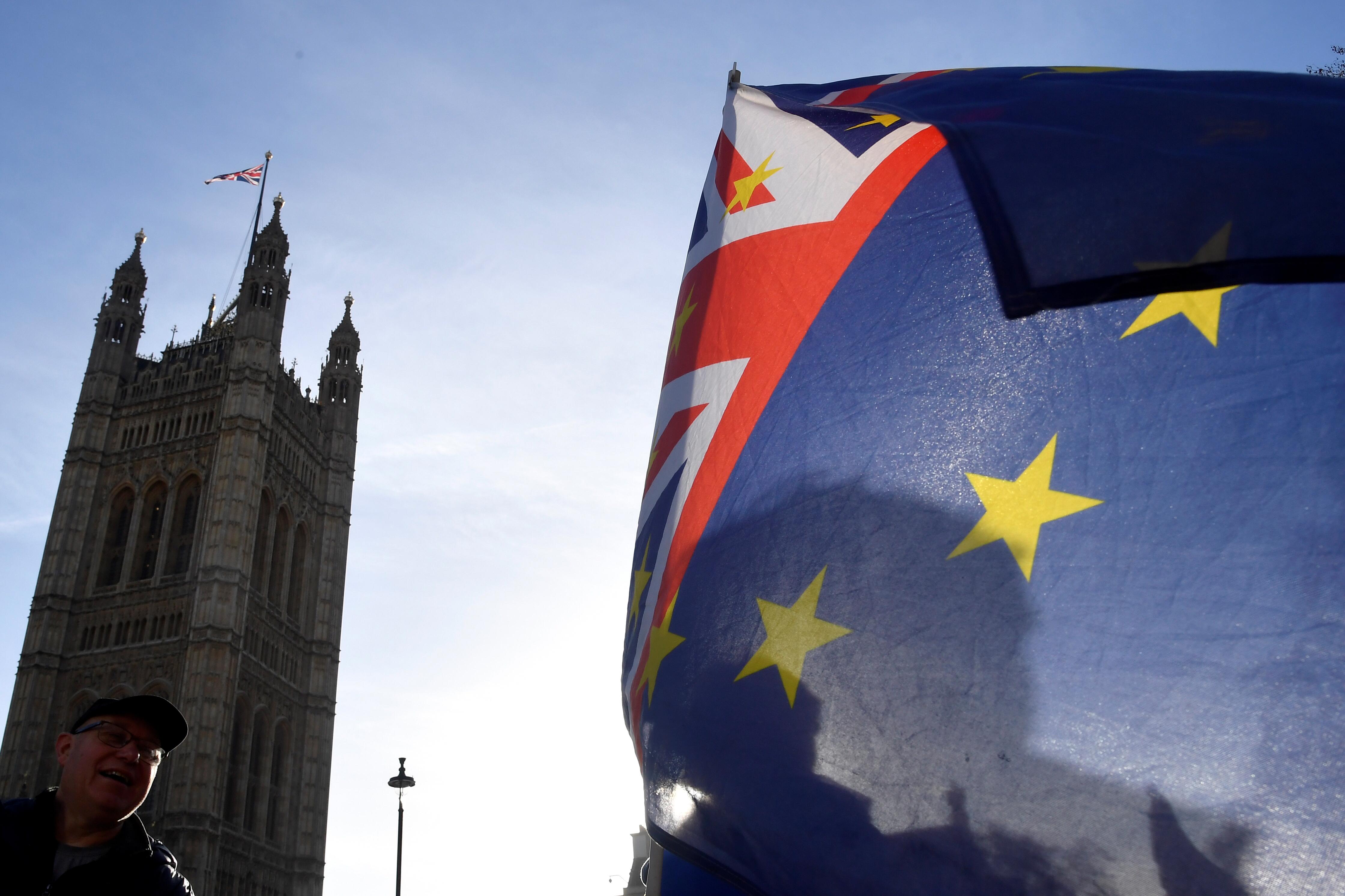 brexit-londres-investit-pour-renforcer-les-liaisons-transmanche-en-cas-de-no-deal