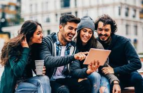 grupo-jovenes-millennials