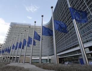 europe-drapeaux-en-berne-commission-europeenne-attentats-de-bruxelles-du-mardi-22-mars-2016