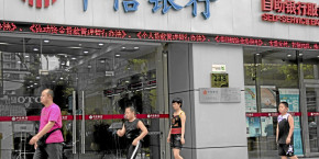 pedestrians-walk-past-a-china-citic-bank-corp-branch-in-shanghai-china-on-tuesday-aug-10-10-2010-china-citic-bank-corp-is-expected-to-announce-interim-results-tomorrow-photographer-kevin-lee-bloomberg-br