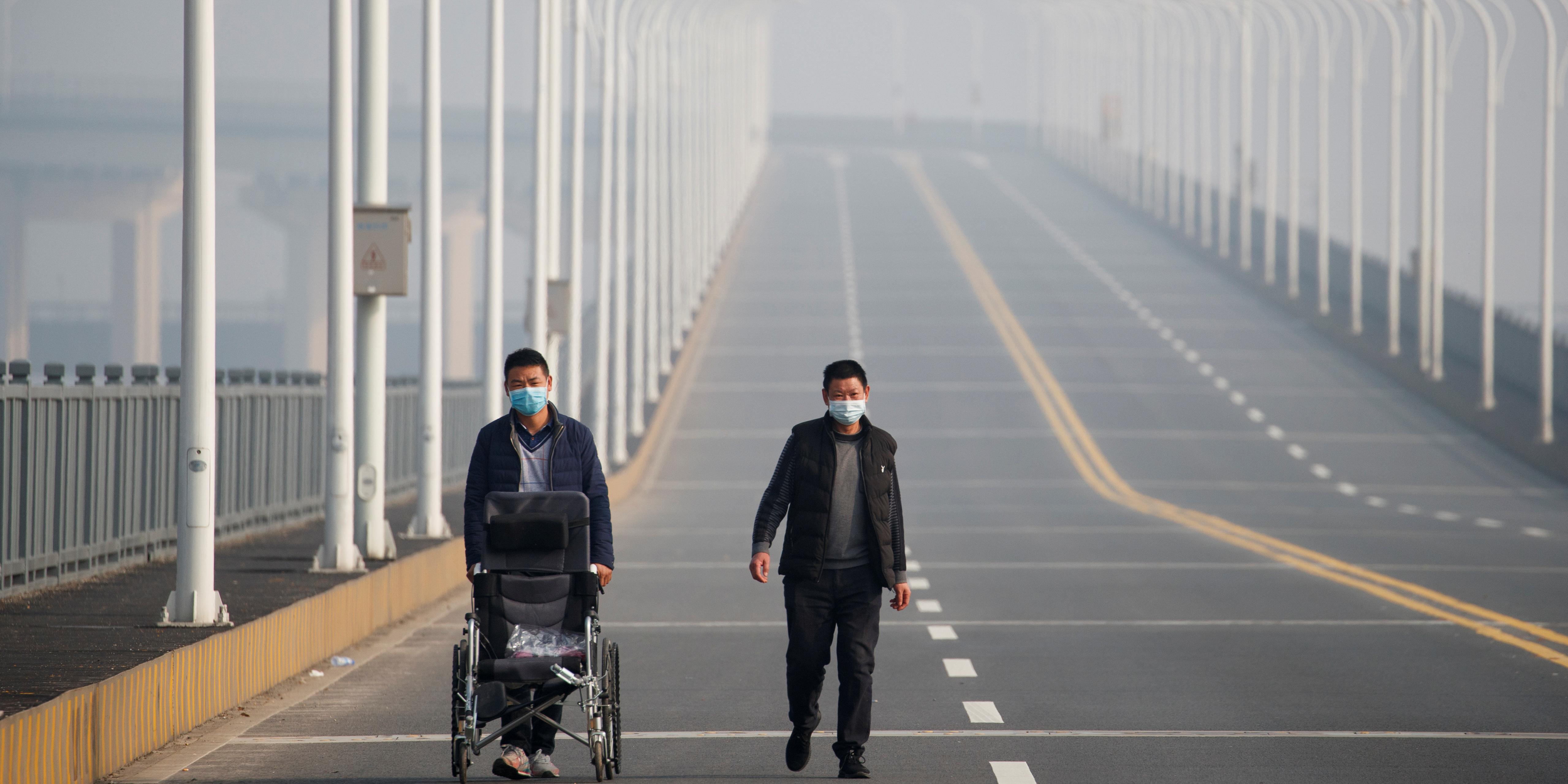 coronavirus-bilan-porte-a-213-morts-en-chine-ou-continuent-les-evacuations
