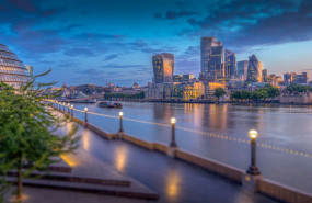 dl city of london early morning river thames financial square mile finance pd