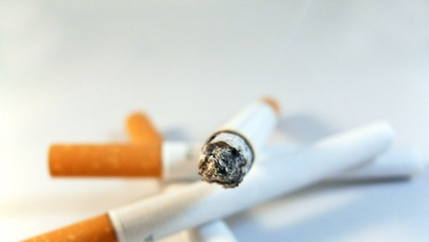 United Kingdom plain cigarette pack law seen cutting number of smokers by 300000