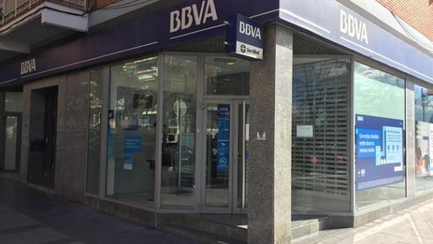 Santander bbva i caixabank es rendeixen a la cadena de for Catalunya banc oficinas