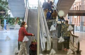 ep pasajeros acceden a la rampa del ave en la estacion de tren madrid-puerta de atocha en madrid