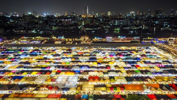 ep ratchada night market in thailand
