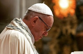 ep papa francisco reza durantecelebracionla misavaticano