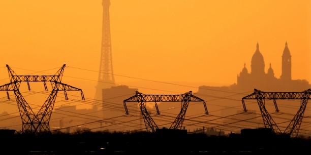 france-electricite-lignes-a-haute-tension-energie-pylones-tour-eiffel-sacre-coeur-edf
