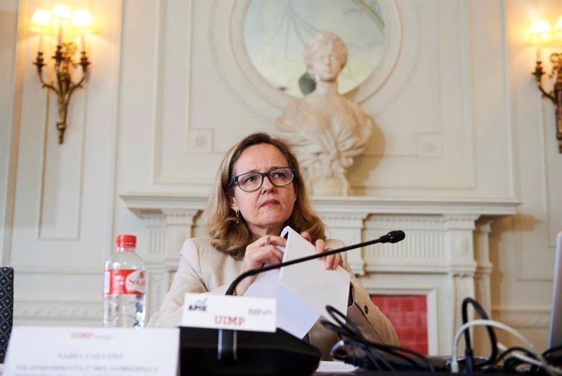 """Calviño defiende """"prudencia"""" al subir el SMI para no poner en riesgo la recuperación"""