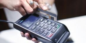 carte-de-credit-carte-bancaire-utilisee-dans-un-magasin-en-australie-en-decembre-2012
