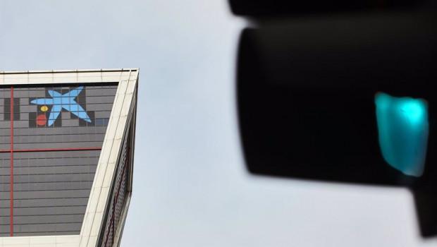 ep el logo de caixabank tras la sustitucion por el de bankia en las torres kio en madrid espana