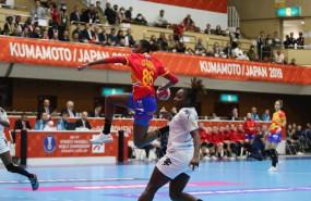 ep sandy barbosa lanza a porteria en el partido entre la seleccion espanola de balonmano y senegal
