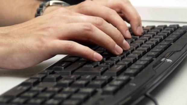 ep usuario utilizando un teclado de ordenador