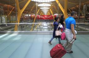 ep aeropuertobarajas turismo turistas viajeros viajes avion aena salidas llegadas retrasos maletas equipaje puente aereo
