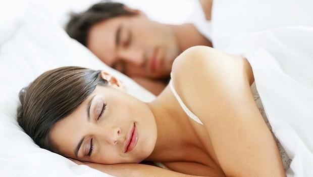 mujer dormir durmiendo 620x350