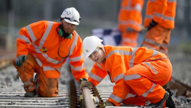 FTSE rises but Carillion plummets on profit warning