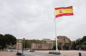 ep bandera de espana en la plaza de colon