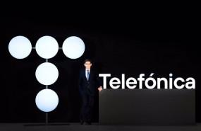 ep archivo   jose maria alvarez pallete presidente de telefonica con el nuevo logotipo de la empresa