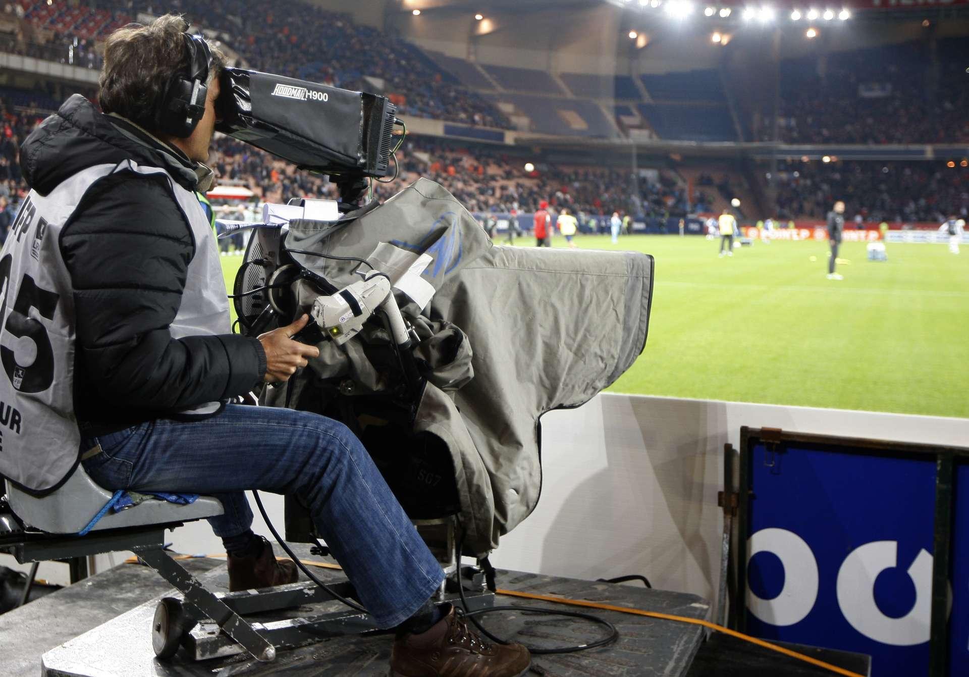 """S&P ve """"remota"""" una guerra por el fútbol entre operadores clásicos ..."""