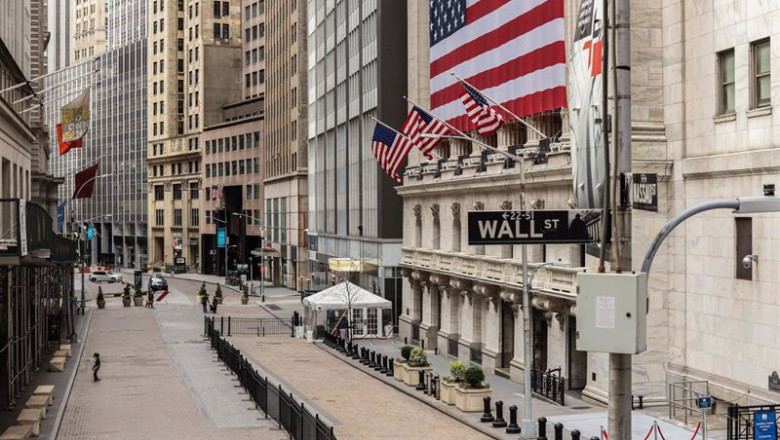 ep archivo   march 22 2020   new york new york united states deserted wall street and new york stock