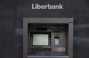 ep un cajero de liberbank que ha convocado a los sindicatos para negociar un nuevo expediente de